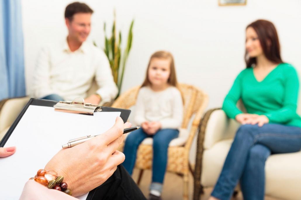 Studio Sofisma Psicologo a Castelfranco Veneto trattamento cognitivo comportamentale Psicologo clinico prende nota dei sintomi